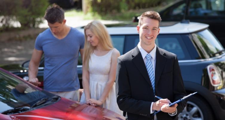 É necessário procurar um corretor de seguros?